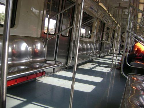 Metro linea 2 vacio domingo