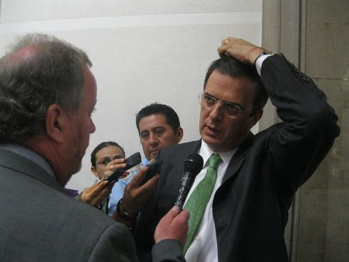 Marcelo ebrard daniel hernandez latimes